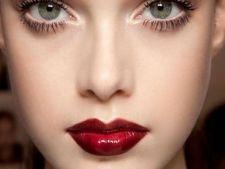 4 ponturi care te ajuta sa iti mentii rujul mai mult timp pe buze