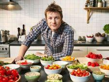 Bucatari celebri - Jamie Oliver: Pui in stil grecesc cu legume aromate, cuscus si sos tzatziki