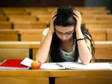 Cum iti ajuti adolescentul sa faca fata anxietatii provocate de examene