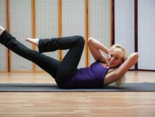 3 exercitii Pilates care te ajuta sa obtii un abdomen plat la 30 de ani