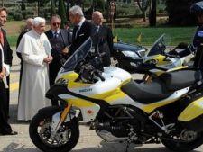 Papa Francisc isi vinde motocicleta de la Harley Davidson in scopuri caritabile
