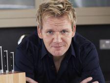 Bucatari celebri: deprinde arta de a face pui umplut cu castane la fel ca Gordon Ramsay