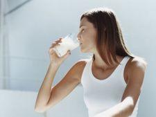Tine osteoporoza departe de tine! Cele mai bune surse de calciu si vitamina D pentru organismul tau