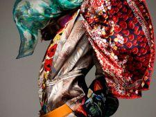 5 modele de esarfe la moda care costa pana in 50 de lei