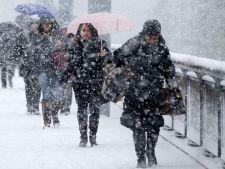 Vremea, la extreme: vin ninsorile si ploile