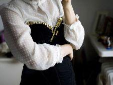 Cum sa transformi hainele vechi in outfituri la moda
