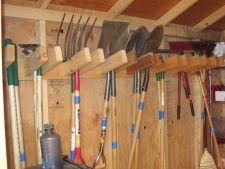 Ce trebuie sa faci pentru ca uneltele de gradinarit sa supravietuiasca iernii grele