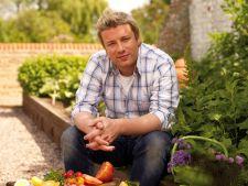 VIDEO Bucatari celebri - Jamie Oliver - Supa crema de dovleac cu crutoane cu parmezan
