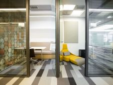 Un nou trend in cadrul firmelor: spatiile open space dotate cu camere de masaj si mese de ping-pong
