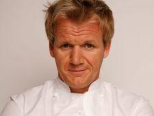 Bucatari celebri: Gordon Ramsay - cotlete de porc cu salata calda de mere si radicchio, pentru sarba