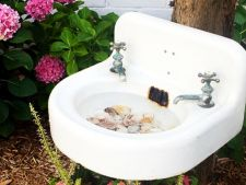 Recicleaza si economiseste bani! 5 lucuri pe care le poti face in gradina cu obiecte vechi