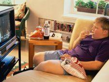 Fiecare ora de uitat la televizor in copilarie conteaza: cu cat se vor ingrasa copiii la varsta adul
