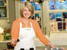 Bucatari celebri: Martha Stewart - Pui mediteranean cu masline verzi si capere pentru o cina deosebi