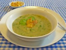 Supa crema de spanac si crutoane cu rozmarin