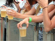 Adolescentii risca dependenta de alcool daca beau atunci cand sunt singuri