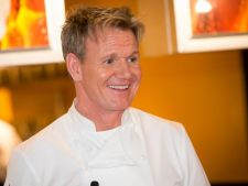 Bucatari celebri: Gordon Ramsay - sufleuri cu banane si fructul pasiunii, un desert sofisticat pentr