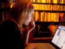 Adolescentii, predispusi la dependenta de jocuri de noroc din cauza Facebookului