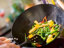 Wokul: 5 trucuri importante de gatit pentru a obtine preparate gustoase, dar si sanatoase
