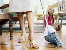 Cat timp aloca femeile si barbatii romani activitatilor casnice