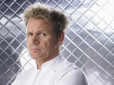 Bucatari celebri - Gordon Ramsay te invata sa prepari cotlete de porc picante cu cartofi dulci zdrob