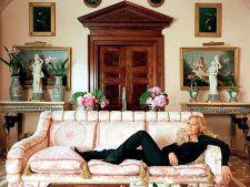 Lasa-te inspirat de opulenta resedinta a creatoarei de moda Donatella Versace!