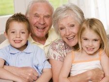 Bunicii ar putea primi bani de la stat daca au grija de nepoti