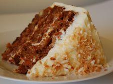 Tort de morcovi glazurat cu crema de branza