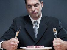 Consumul ridicat de branzeturi si carne dupa varsta de 50 de ani, la fel de periculos ca fumatul!