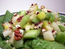 Salata crocanta de post cu telina si pere