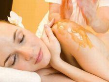 3 tratamente corporale homemade cu miere. Rasfata-ti pielea la inceput de primavara!
