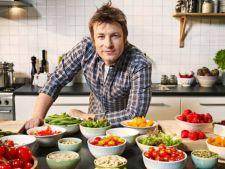 Bucatari celebri: Jamie Oliver incinge wokul in aceasta primavara - Vita cu ceapa verde si fasole ne