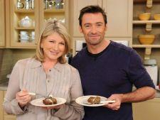 Bucatari celebri: Martha Stewart si Hugh Jackman prepara salata de cartofi perfecta (VIDEO)