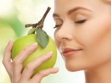 Nu te poti abtine de la dulciuri? Miroase un fruct si vei scapa de pofta!