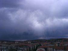 Avertizare meteo: Vijelii si ploi abundente in urmatoarele trei zile