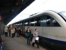 70 de trenuri afectate de schimbarea orei