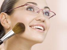 Porti ochelari de vedere? Iata 7 trucuri pentru un machiaj perfect!