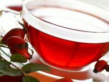 Beneficiile ceaiului de macese: afla in cate scopuri poti folosi planta!