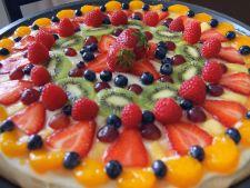 Desert crocant si delicios: pizza cu fructe si ciocolata alba