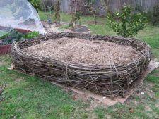 Gradinarit eco: Creeaza o movila de compost pentru straturile de legume
