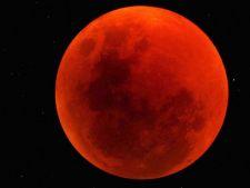 Fenomen astrologic rar: luna sangerie. Ce prevesteste aparitia ei