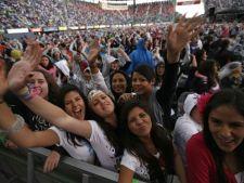 Cercetatorii au descoperit de ce sunt atrase femeile de cantareti!