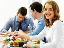 5 obiceiuri sanatoase care te vor ajuta sa nu te ingrasi la serviciu