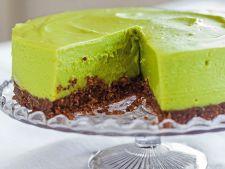 Desert fabulos: cheesecake cu avocado si crusta de nuci