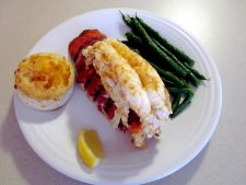 Delicatese pentru cunoscatorii: cozi fripte de homar