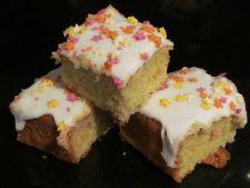 Desert rapid pentru mamici ocupate: prajitura coapta cu sirop de zahar