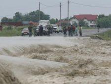 Dezastru! Peste 8.000 de oameni izolati din cauza inundatiilor
