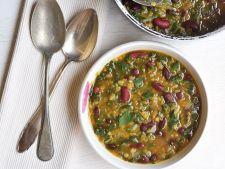 Reteta delicioasa pentru zilele obositoare: supa de fasole cu salata si castraveti