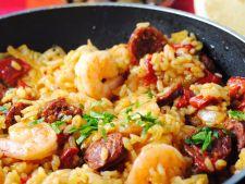Reteta satioasa si rapida pentru fanii bucatariei spaniole: paella cu chorizo si fructe de mare