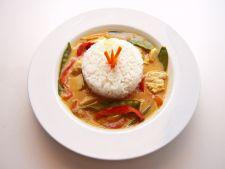 Deliciu thailandez pentru iubitorii bucatariei picante: curry thai cu peste