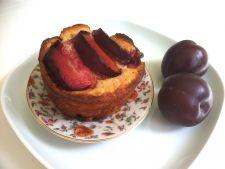 Desert cu fructe de vara: prajitura de malai cu prune proaspete